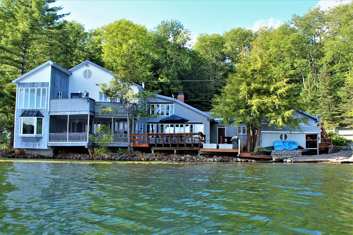 Sweet Spot Lakehouse - Exterior from water