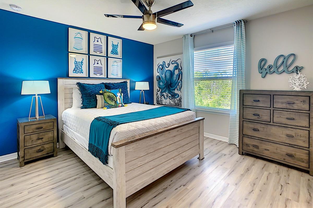 Bedroom 5 - 2nd Floor - Queen