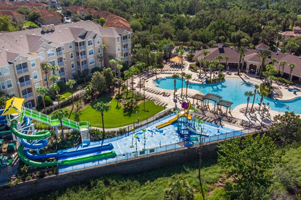 Community water park and pool