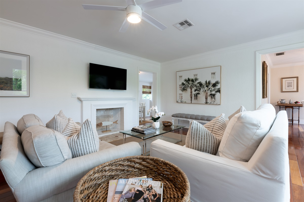 Step inside this luxury, beach vibe 3 Bed/ 2 Bath home in the ElCid area in West Palm Beach. Newly renovated. Smart App TV with cofortable living areas. Home sleeps 6.