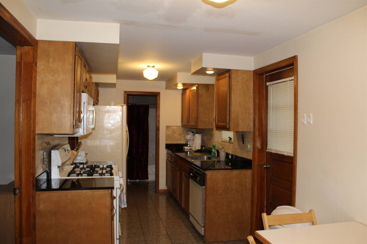 Granite countertops, dishwasher and refrigerator with automatic icemaker are features of this fully equipped kitchen