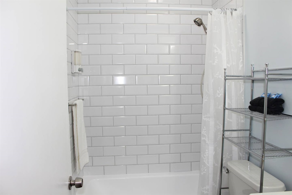 The main bathroom is in the hallway adjacent to the second bedroom. This bathroom has a tub for soaking. Near the sink, you'll find organic moisturizer and hand soap. In each bathroom, you'll find Pinzon Blended Egyptian White Cotton Towels.