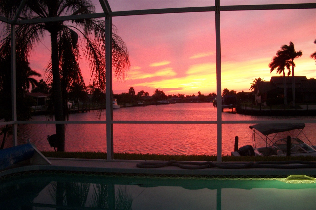 West facing spectacular sunsets!!!