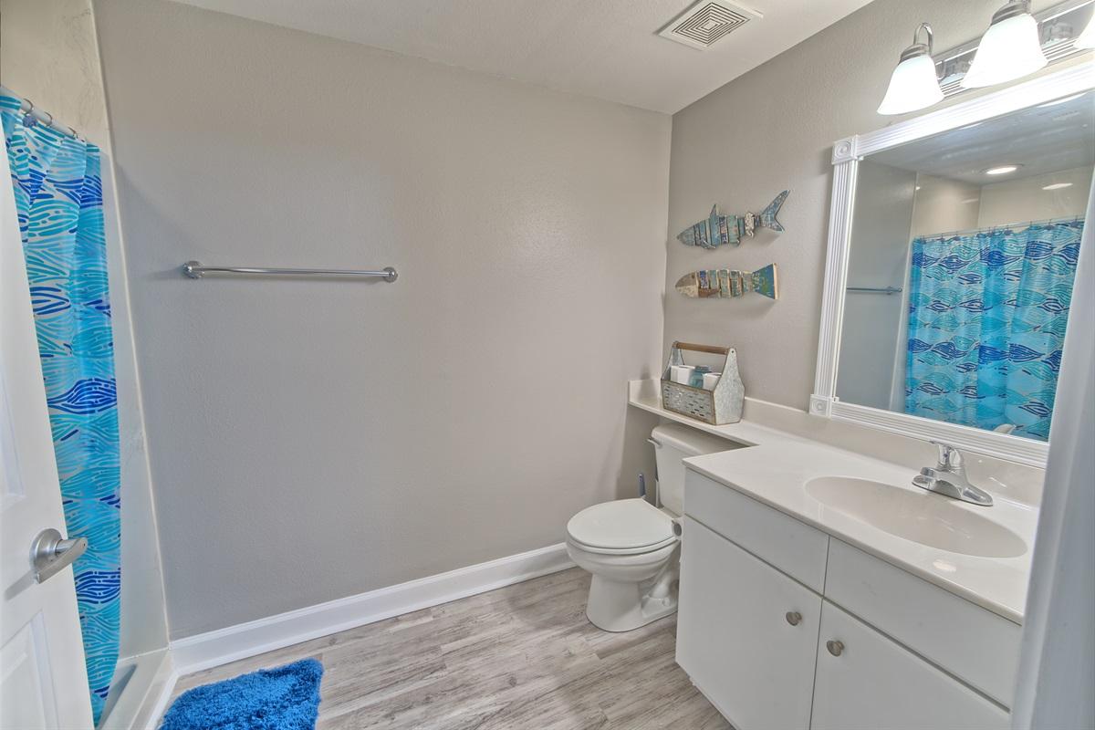 Bunkroom Bath w/ shower