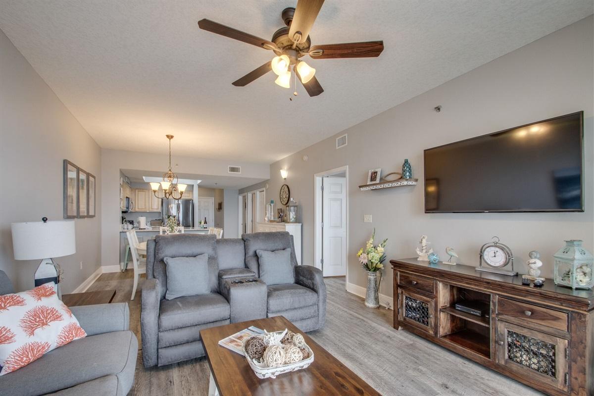 Living room w/new smart TV & recliners
