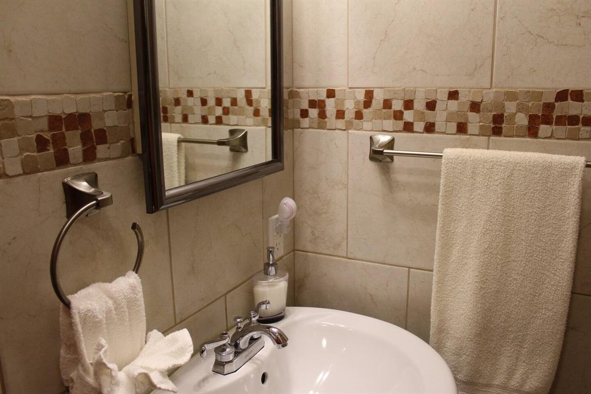 En suite full bath for bedroom #2