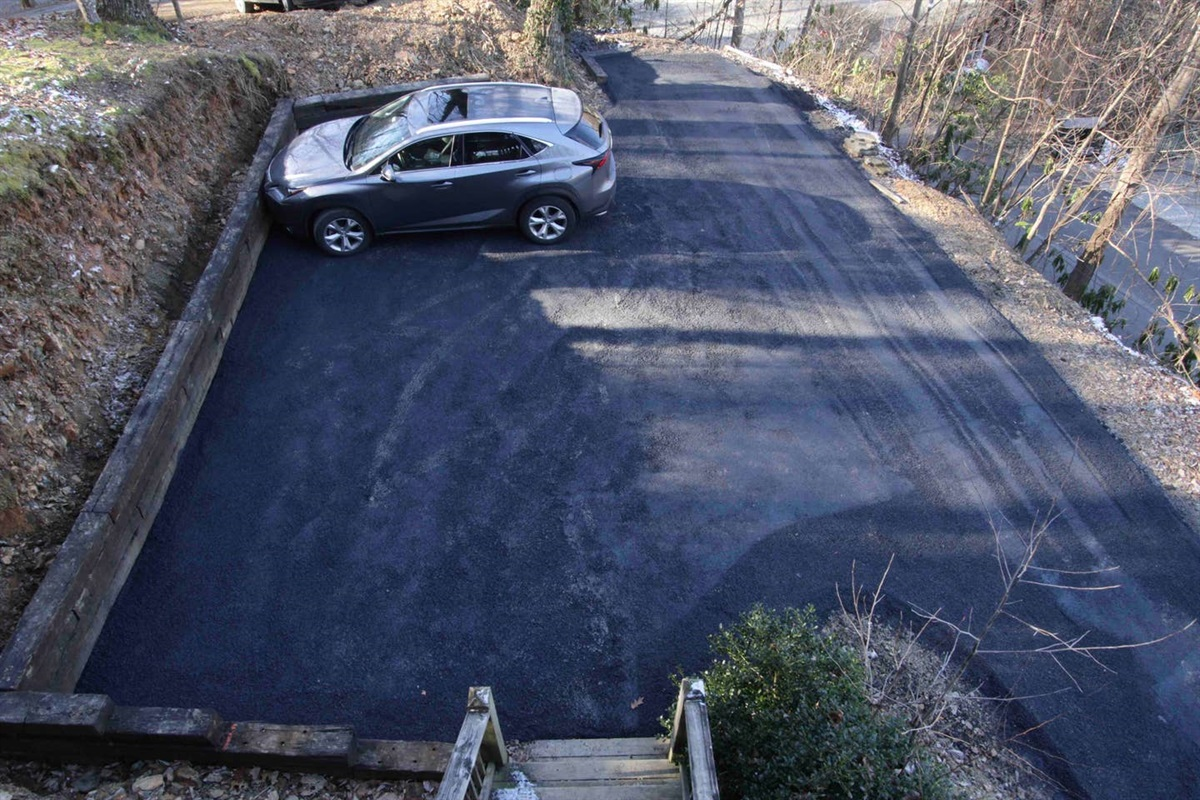 Plenty of room to park and turn around in the driveway