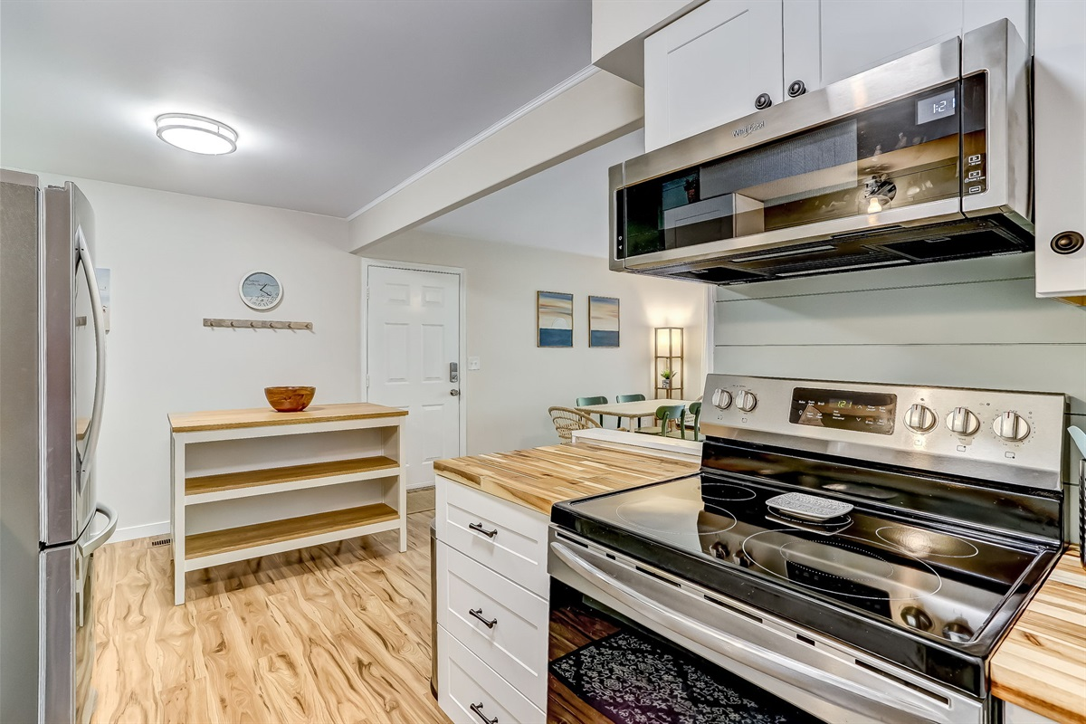 Full Size Stove & Microwave