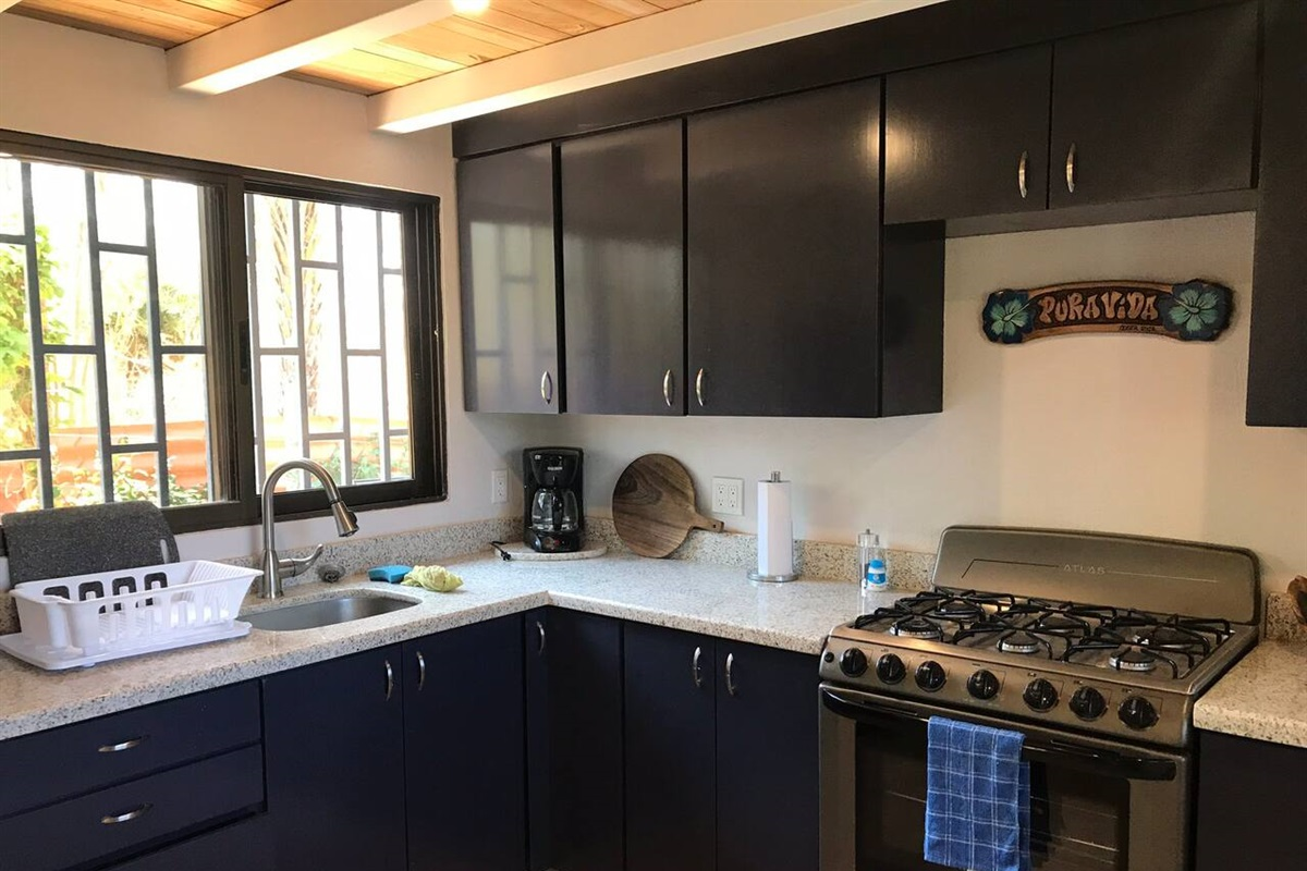 Nice big new well-stocked kitchen with full-size appliances