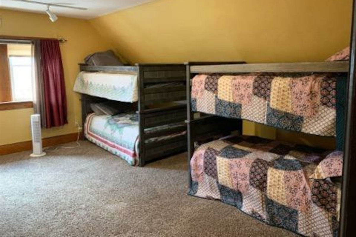 3rd Floor East Loft - Sleeps 6 Total - 2 Bunk Beds and Trundle Daybed