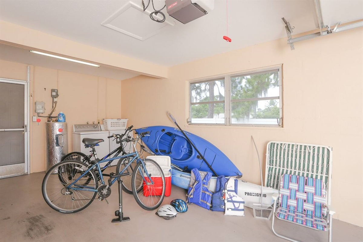 Garage with 2 bikes, 2 kayaks and everything you could need for the beach