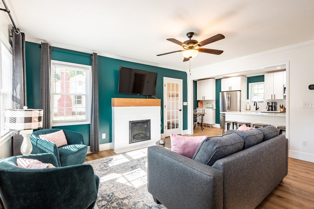 Open Floor Plan Living Room & Kitchen