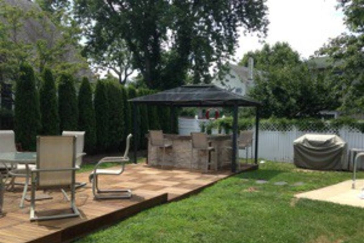 Beautiful finished patio and bar area.
