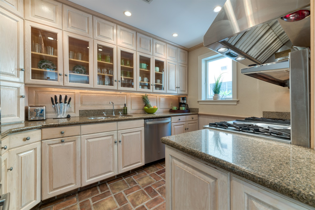 """Welcome """"MasterChefs""""! This kitchen is fully equipped and designed for your cooking pleasure. Everything you need to feed your hungry bunch. The Gas range stove is so unique, there is a Drip Coffee Maker, Blender, granite tops and more! Happy Cooking"""