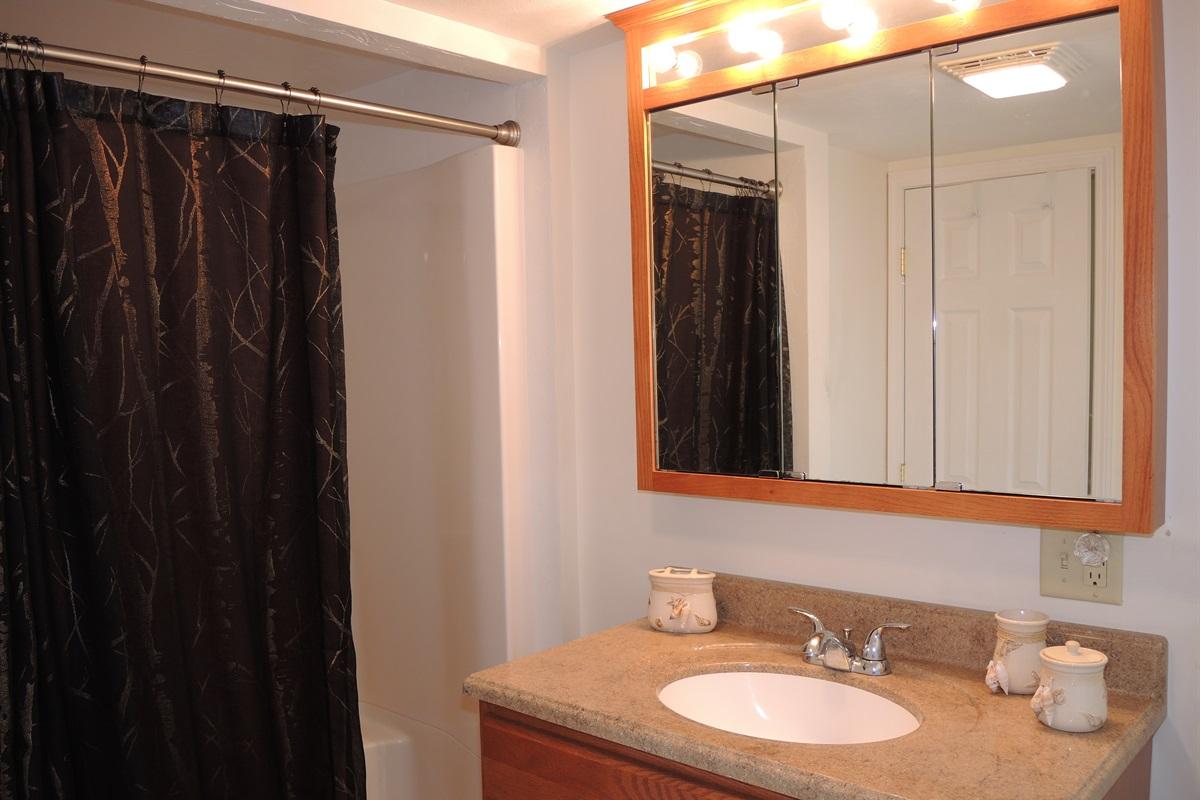 Wide Waterview - Bathroom
