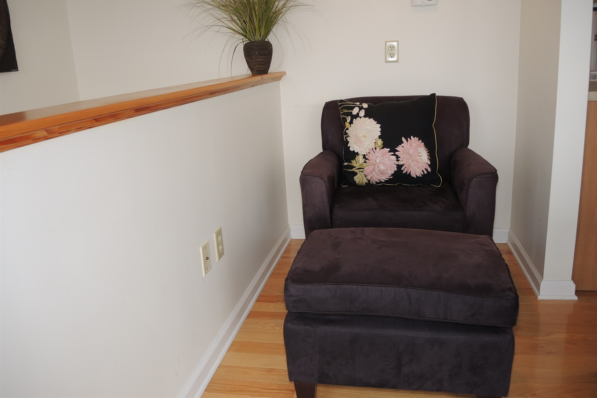 Wide Waterview - Sitting area