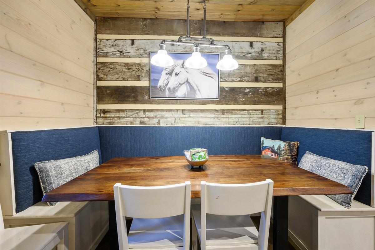 Built in dining area that seats 6 comfortably