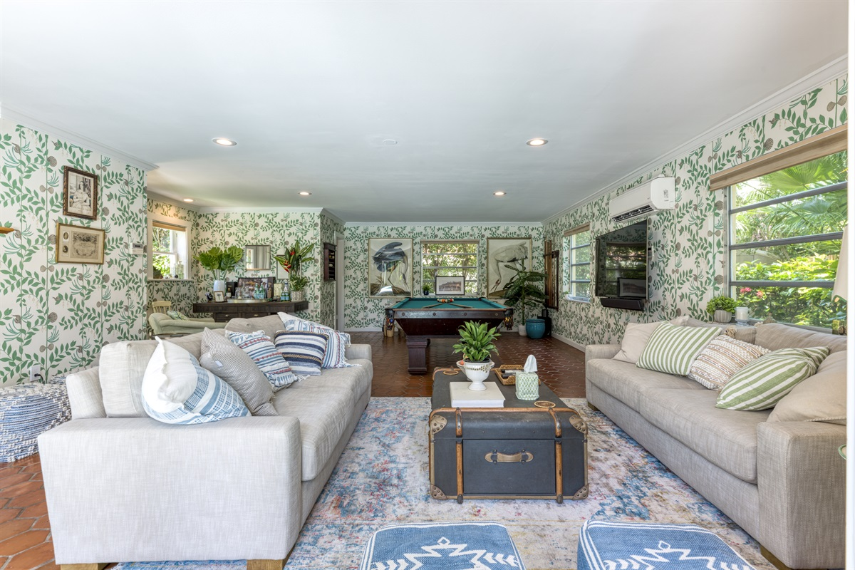 """Magnifent Guest House with two large comfortablee sofas loverlooking the stunning resort- style pool. Large 67"""" Smart TV with full cable, sound bar and surround sound. Full pool table, 1 bed 2.5 bathrooms."""