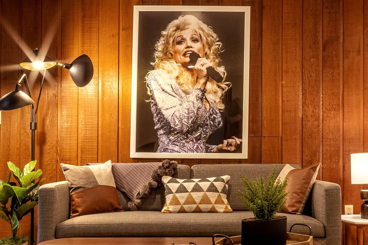 Dolly vibes all day in the living area