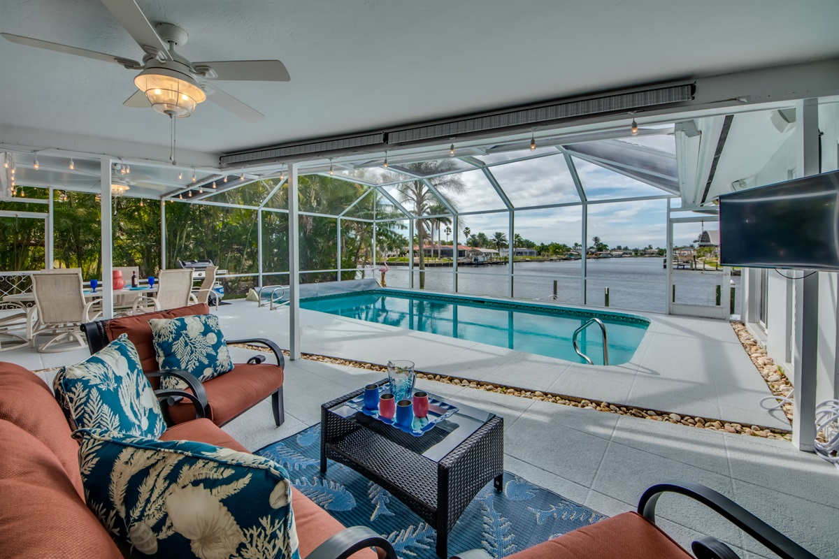 Outdoor entertaining space w/TV