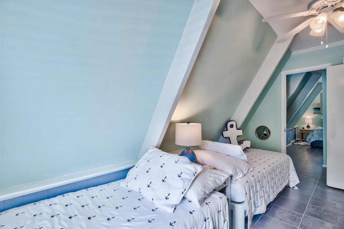 2 Twin Beds Loft