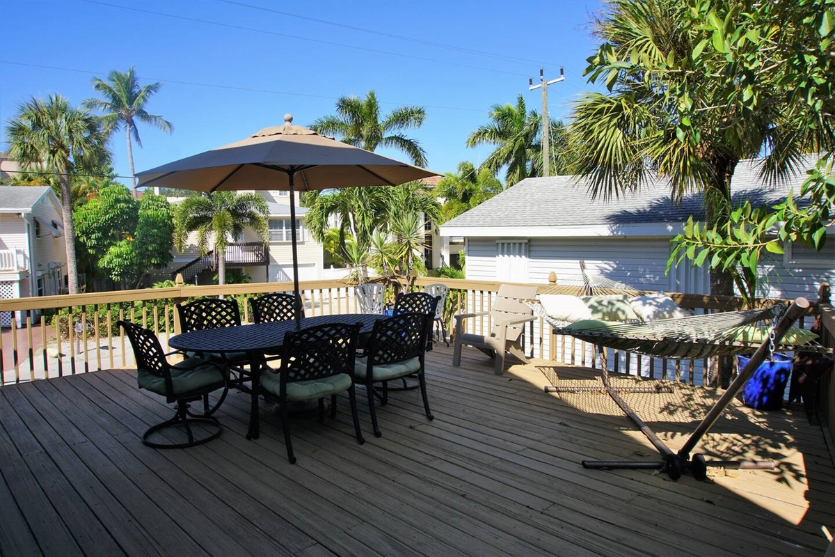 Enjoy the beautiful Florida weather out on the oversized patio