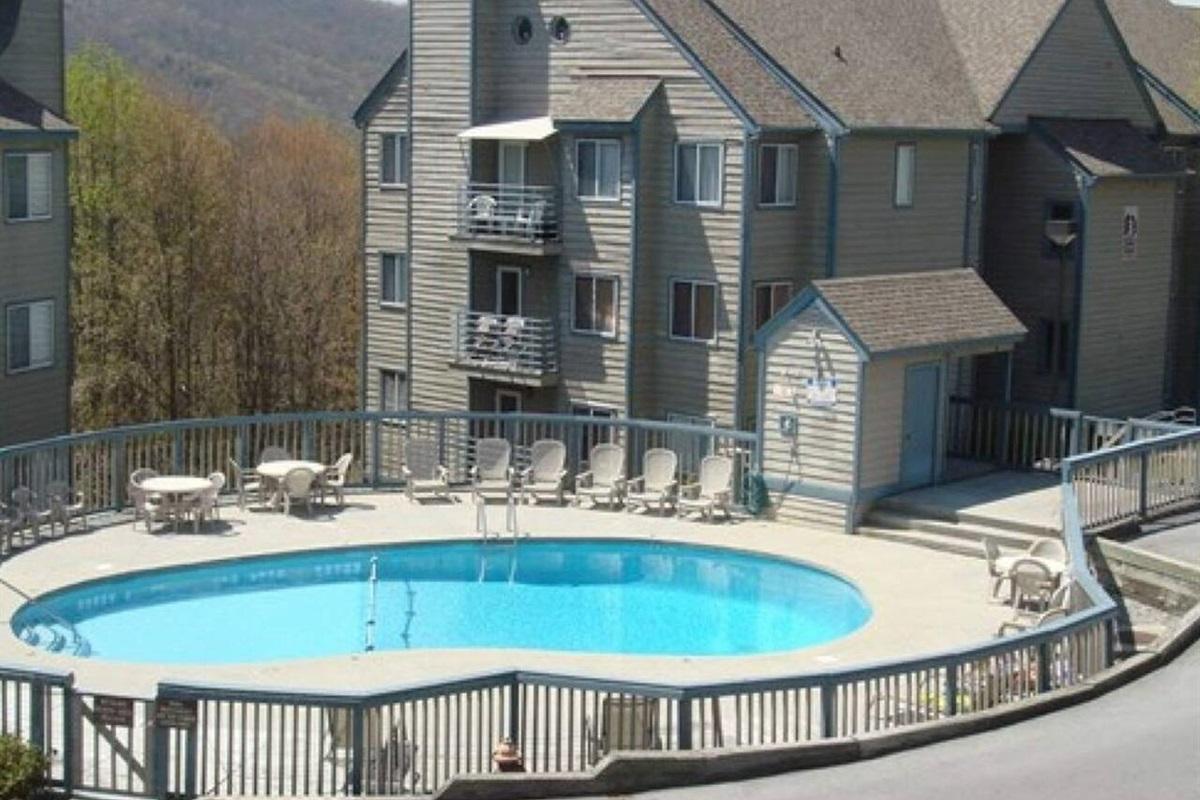 Outdoor pool open Memorial Weekend to Labor Day Weekend