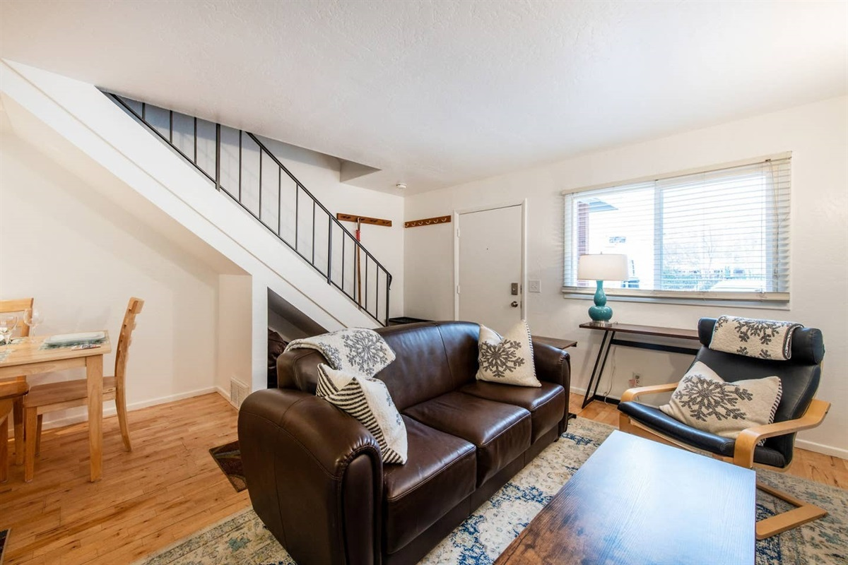 Small and welcoming. This townhouse has it all. Kitchen, dining area, living room, 2 bedrooms, bathroom and laundry!