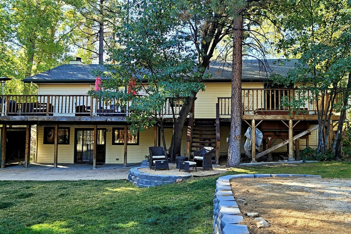 Edelweiss Cabin is the perfect vacation destination for friends and family! The spacious deck has a hot tub, umbrellas, a restaurant style heater, plenty of seating, and a propane grill.
