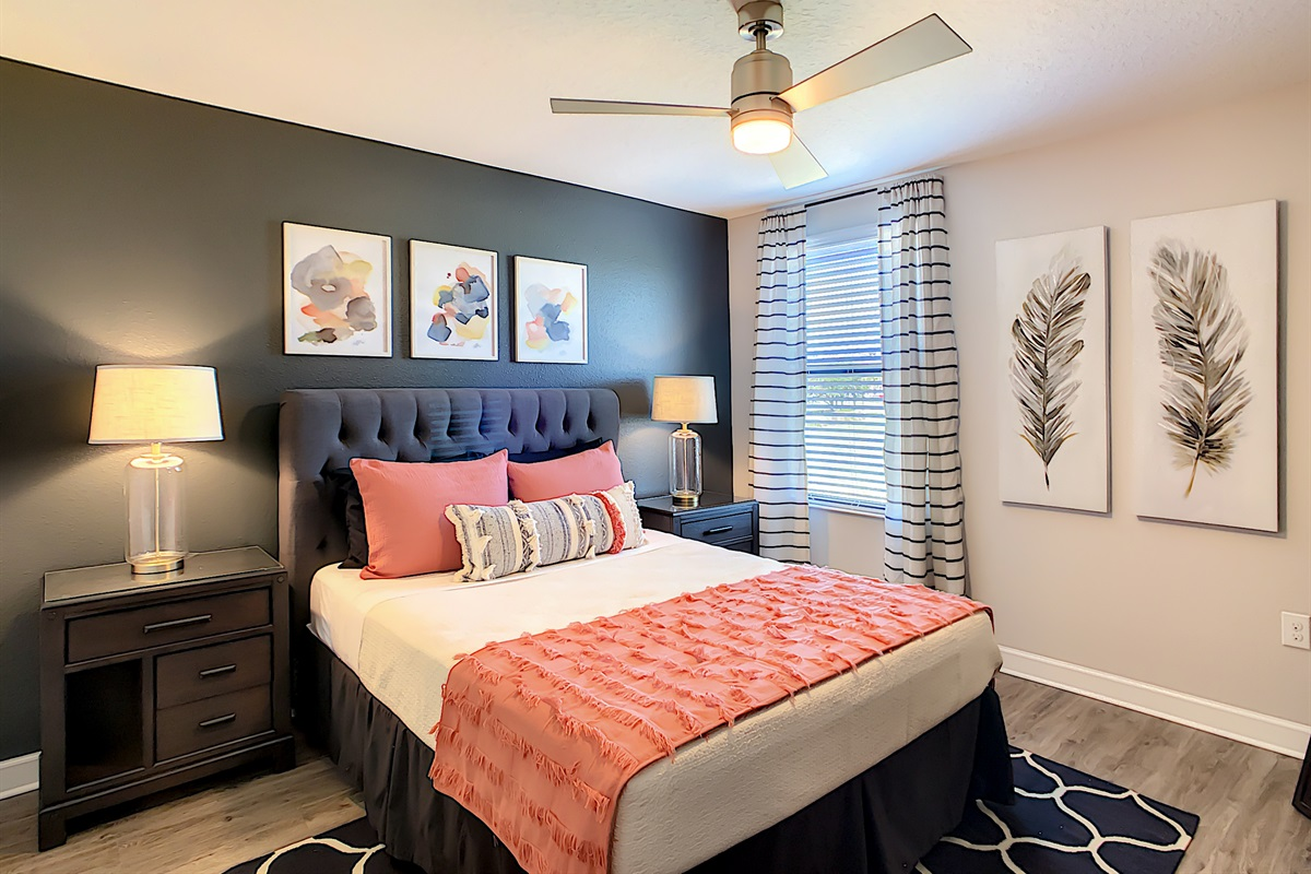 Bedroom 6 - Queen Bed - 2nd Floor