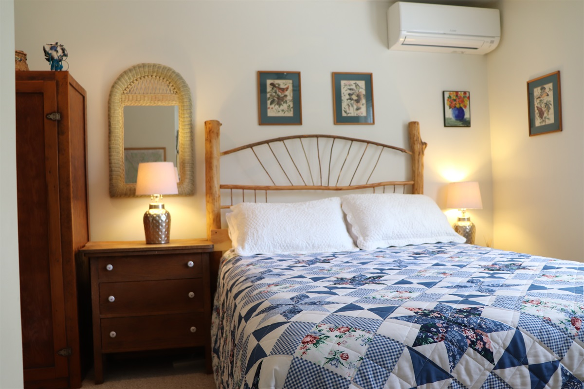 Bedroom w/ Queen bed and twin Bed