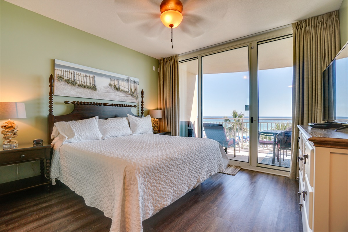 Gulf Front King bedroom