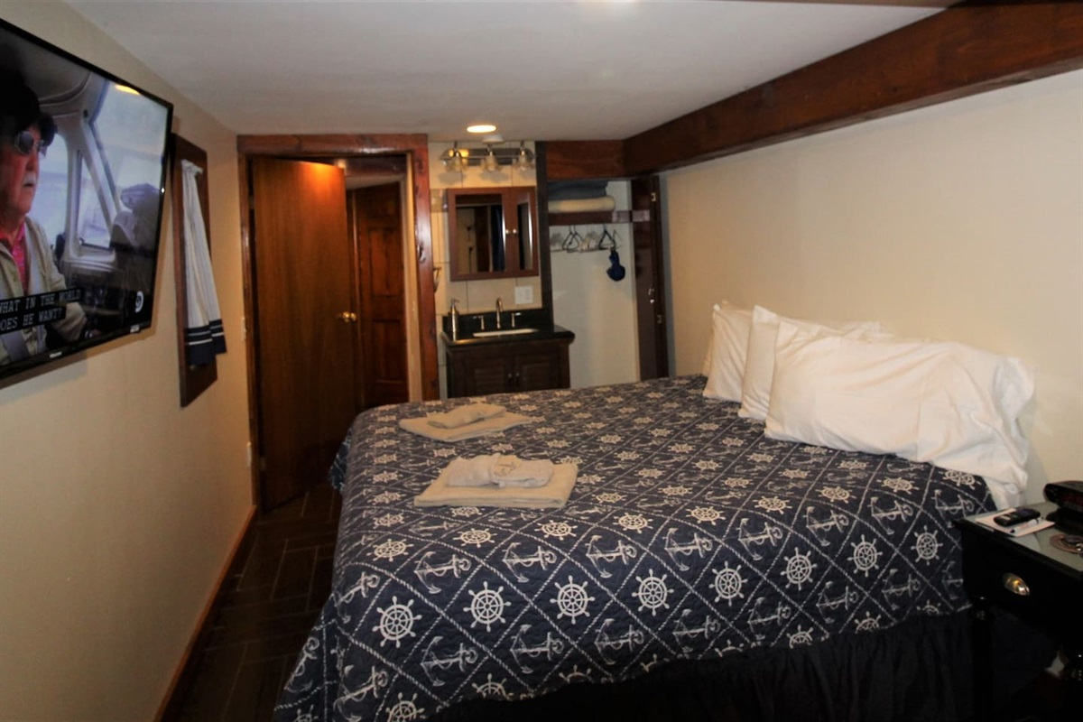 King size bed and large flat screen Roku TV