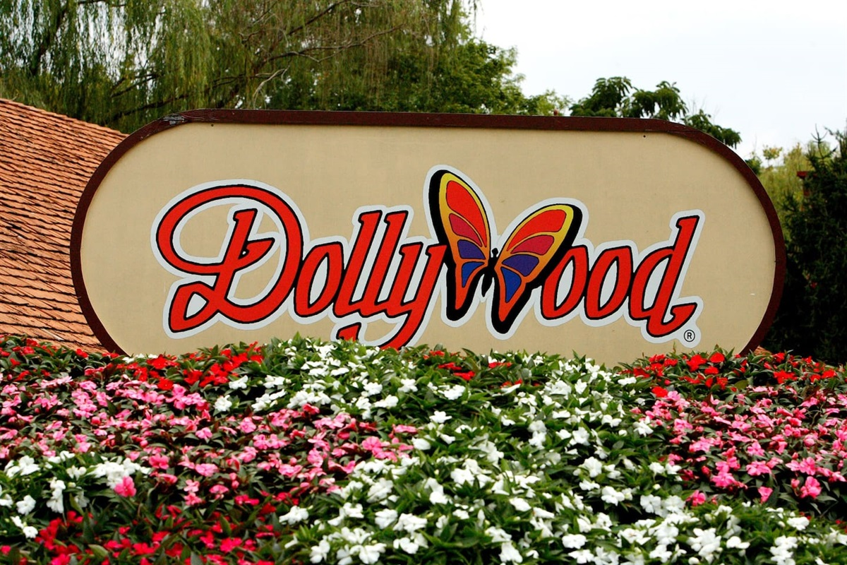 Dollywood is only 2.5 miles away!