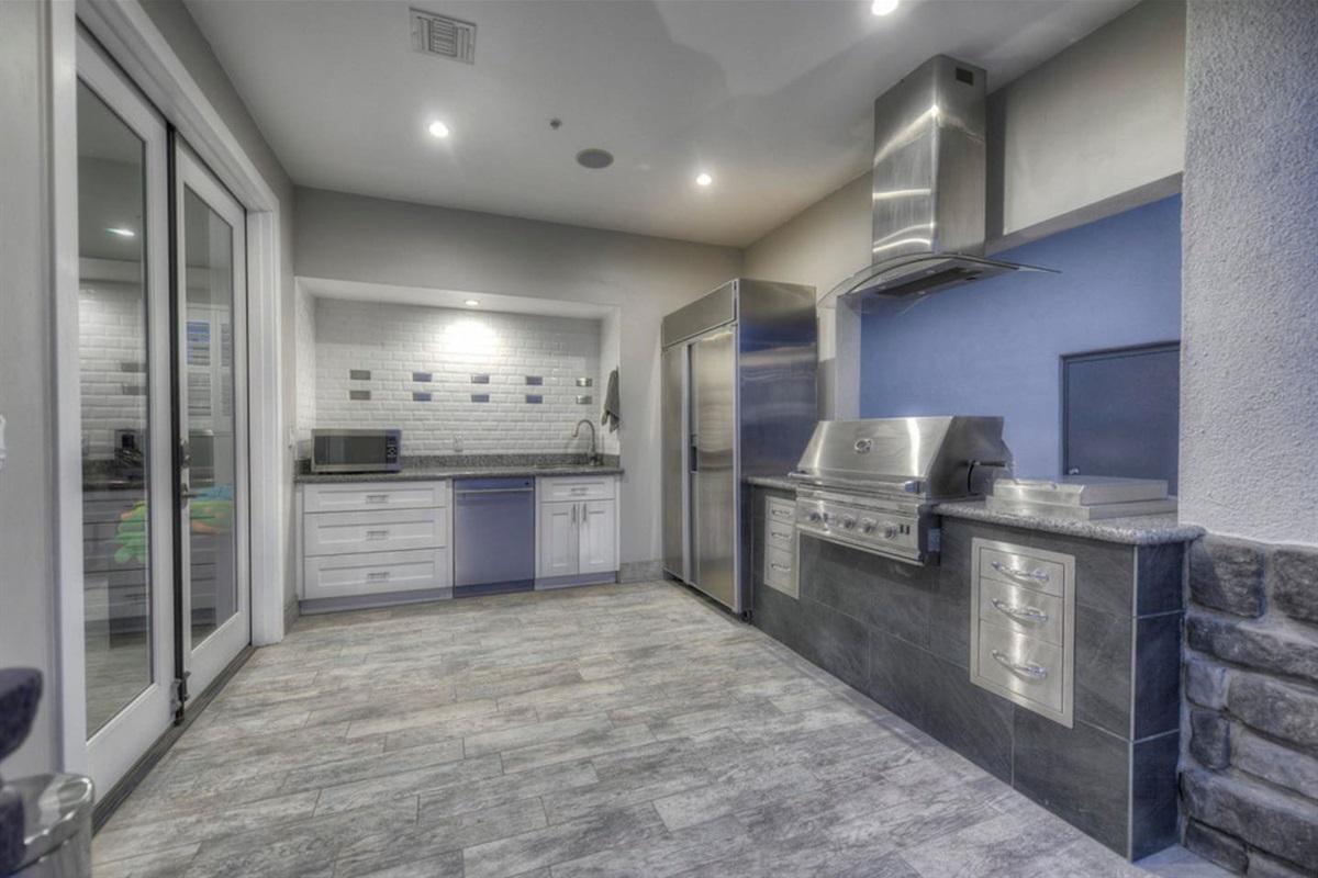 Full outdoor kitchen