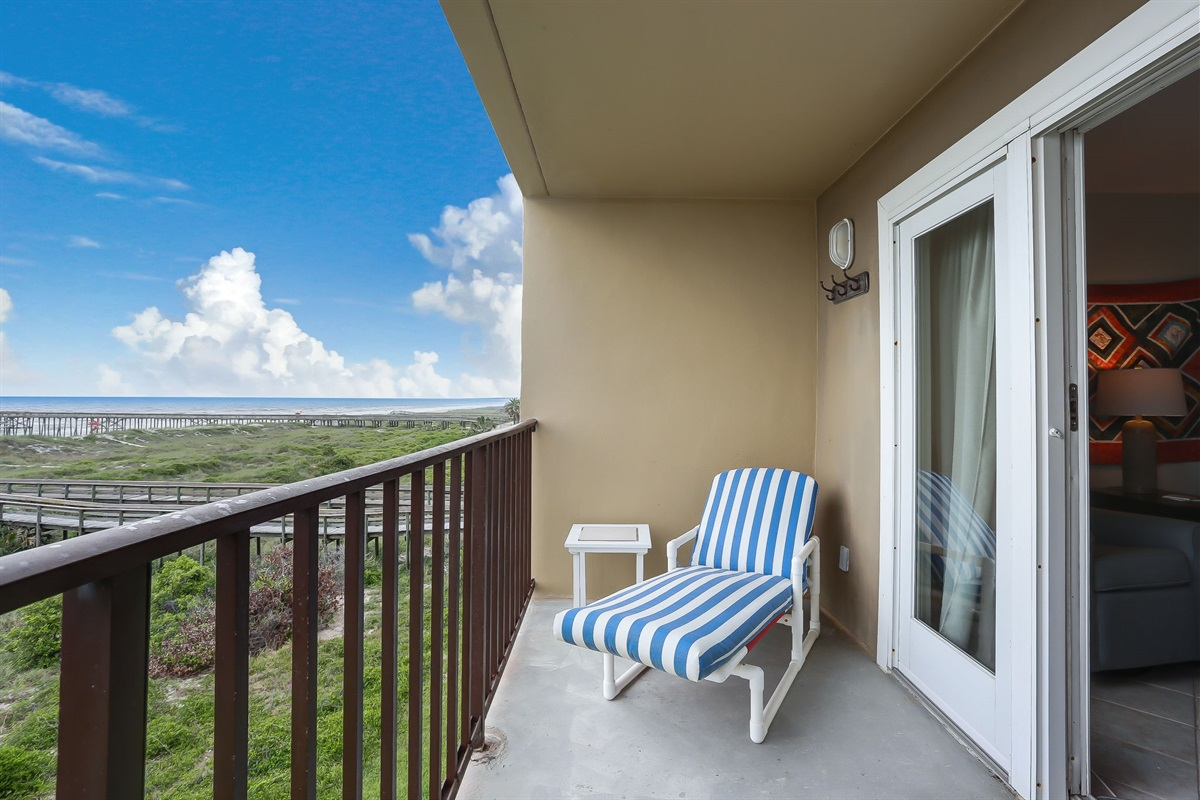 Oceanfront Balcony with Amazing Views