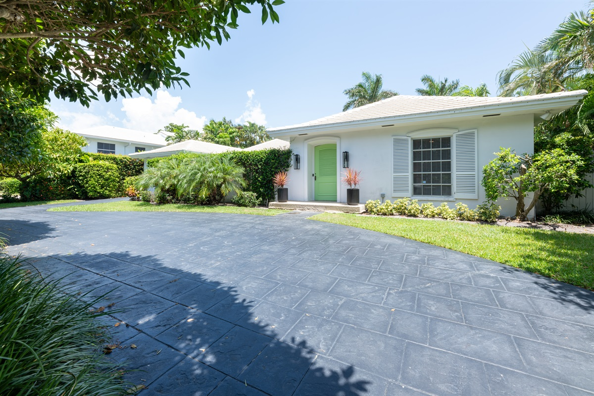 Upscale & beautiful 3 Bd/ 3 Bth Heated pool home in the exciting Delray Beach! The home is within walking distance to the beach, 5 minutes to Atlantic Ave in a safe and stunning neighborhood. Plenty of outdoor seating & dining with BBQ & backyard.