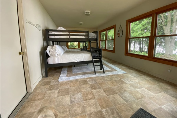 Detached bunk room (Kids Cottage) that sleeps up to six