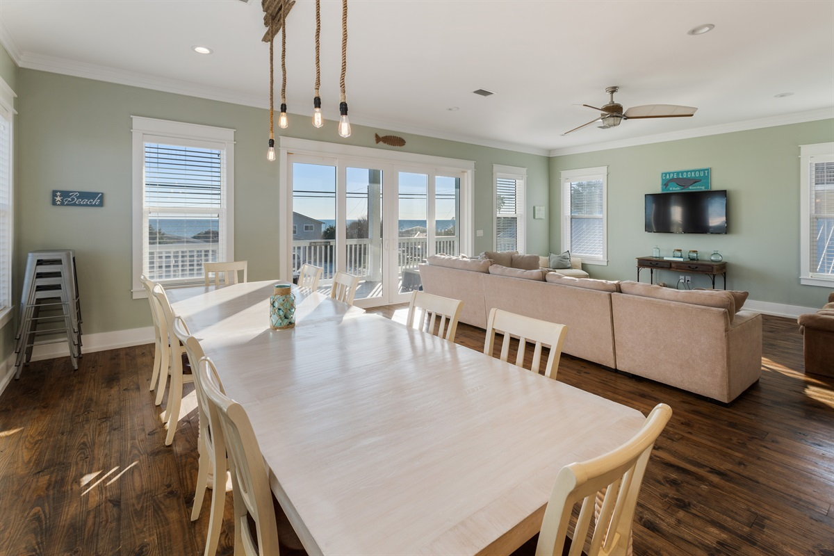 Windows on every side and oversized sliding glass doors flood the second floor common area with sunlight and stunning Gulf Views!