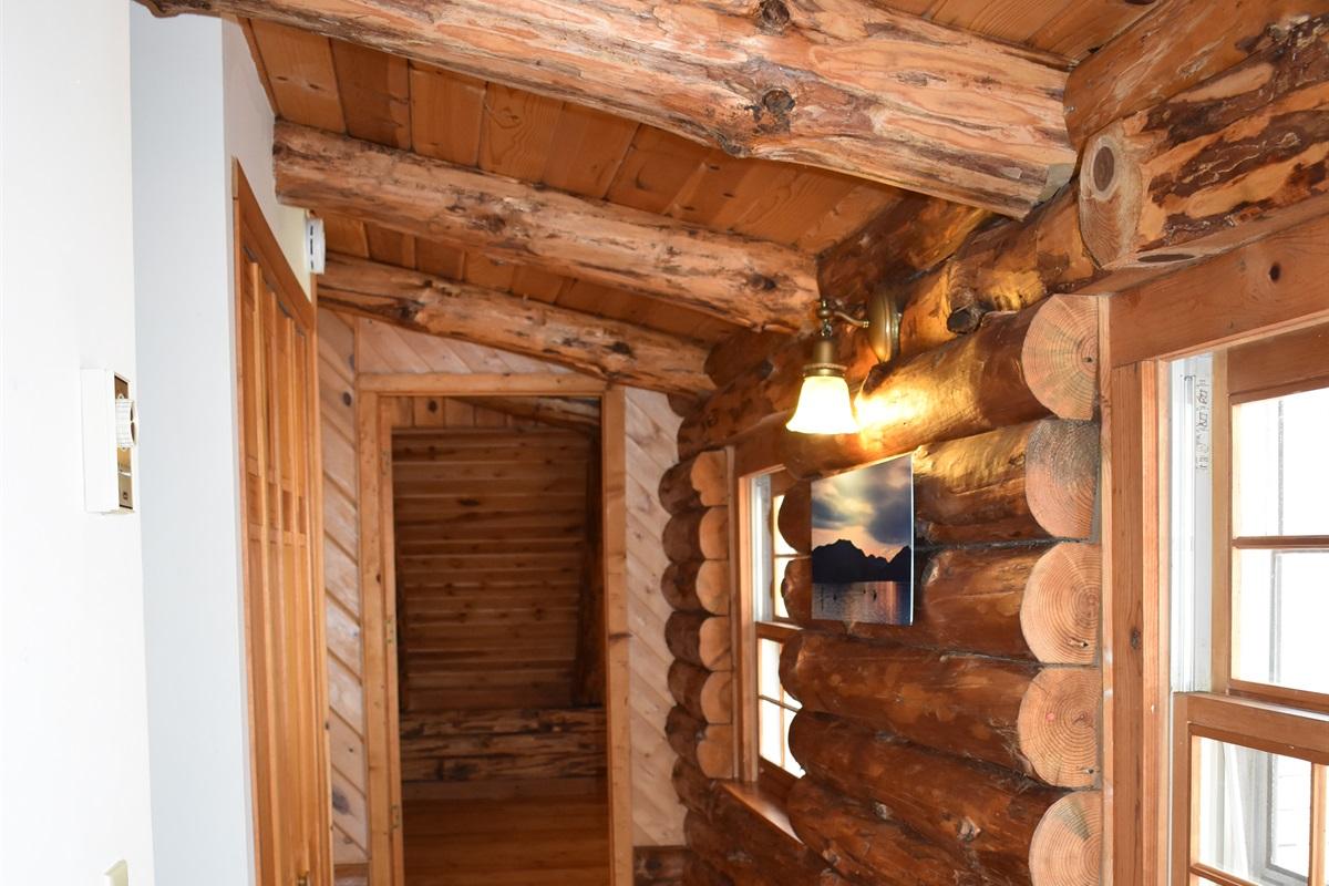 Hallway - beautiful natural materials