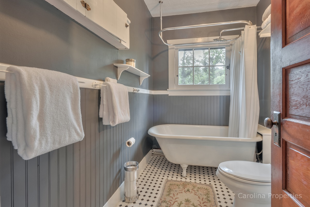 Lower level bathroom with tub/shower combination