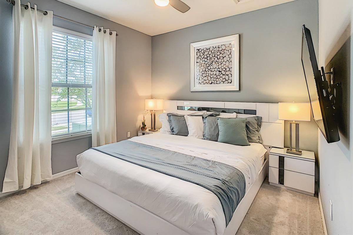 Bedroom 8-1st Floor-King Bed