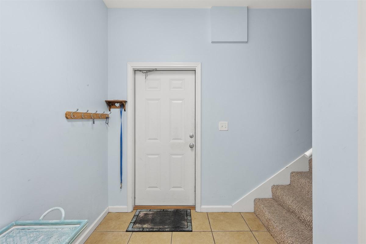 1st Floor/Level Entryway