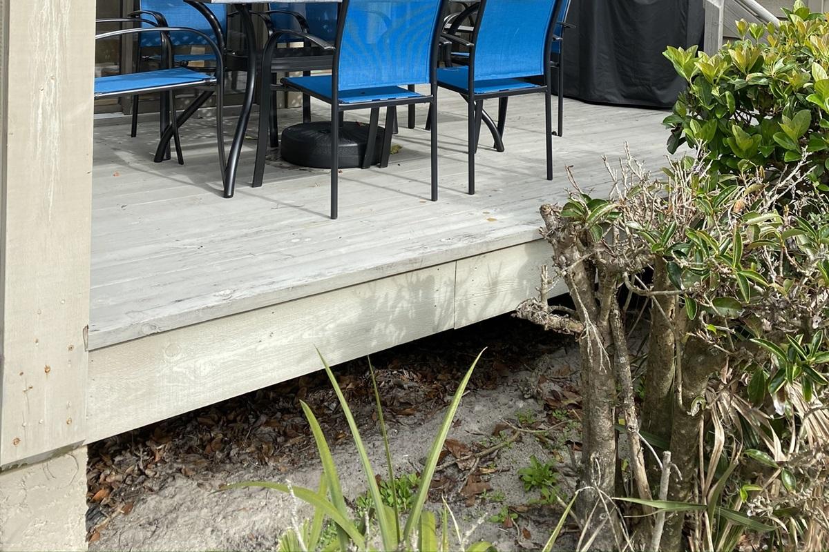 Rear Deck w/ new furniture