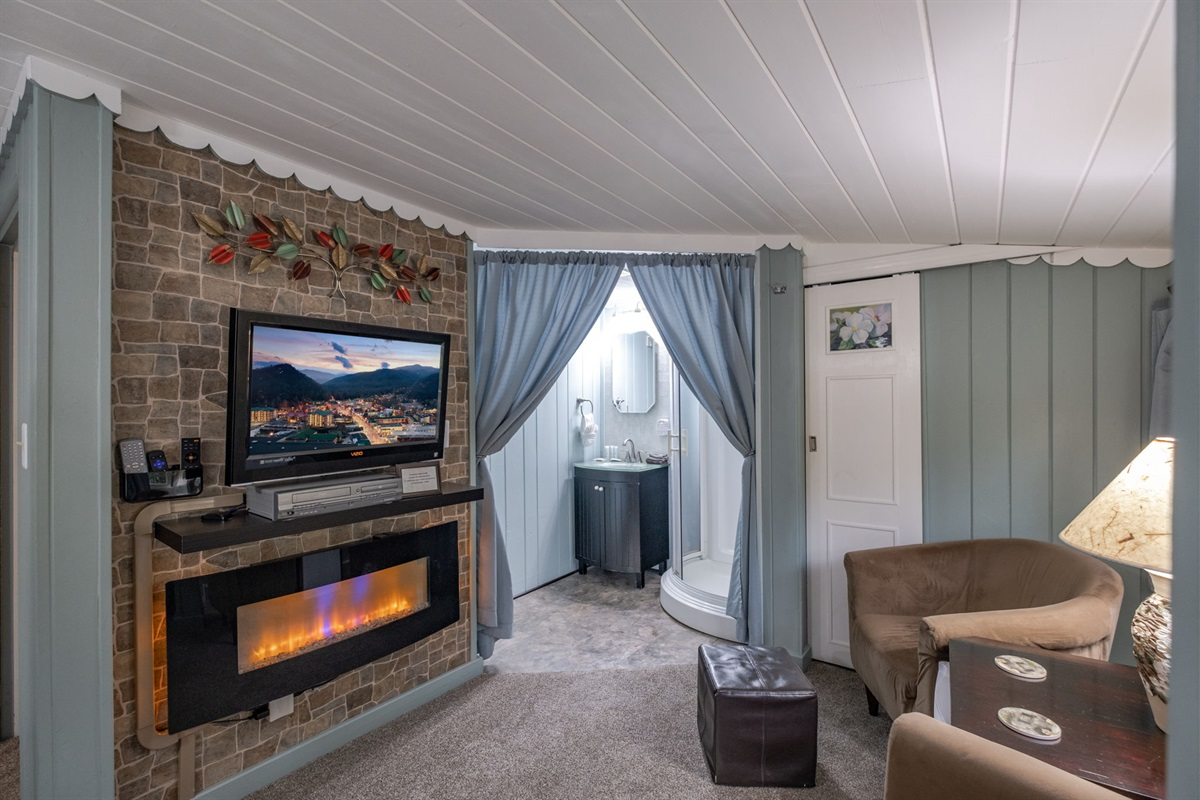 The Dogwood suite sitting area is so cozy and inviting!