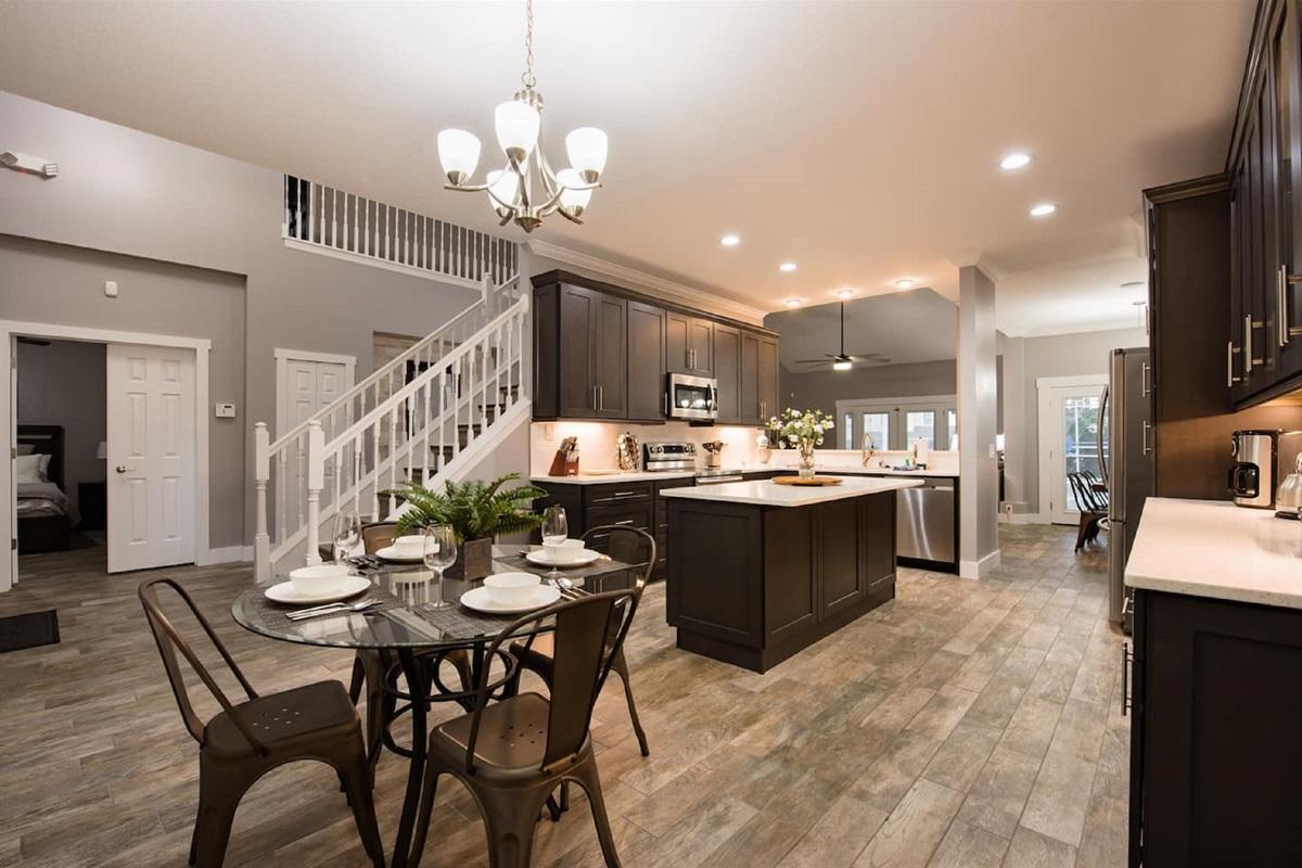 Large Semi Modern Luxury Kitchen