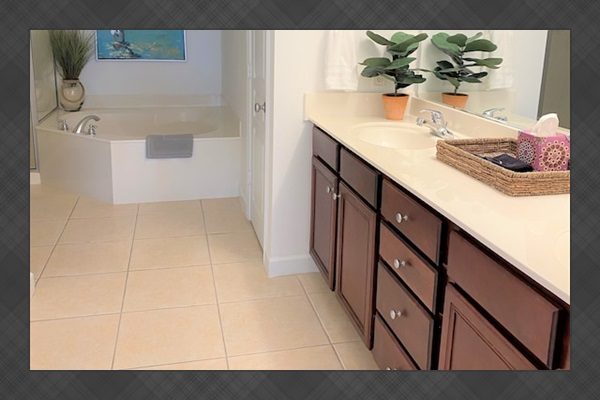 Huge master suite #1 has a spacious bathroom with soaking tub. You're on vacation, right? We even provide the bath salts for total relaxation at your Mexico Beach vacation.