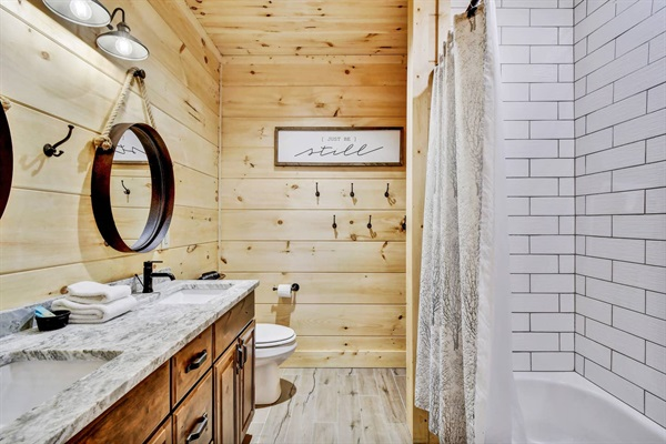 Dual vanities & a tub/shower combo