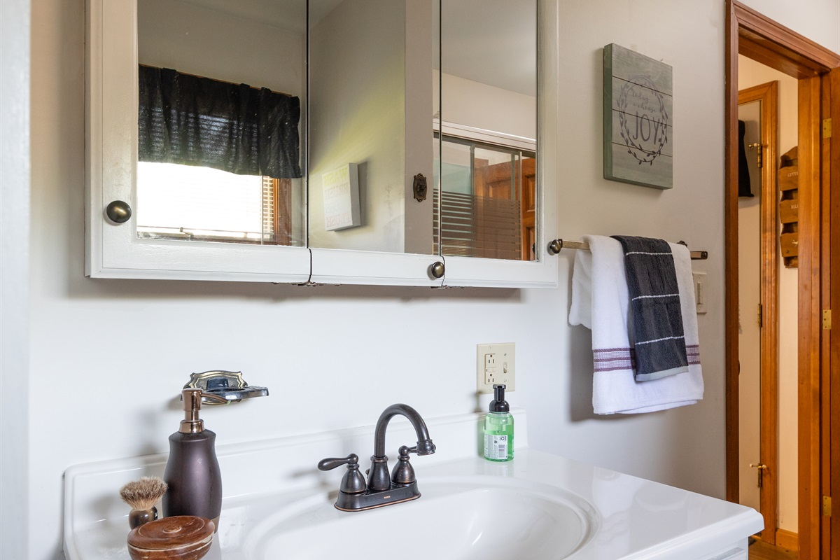 Full bathroom in the cottage