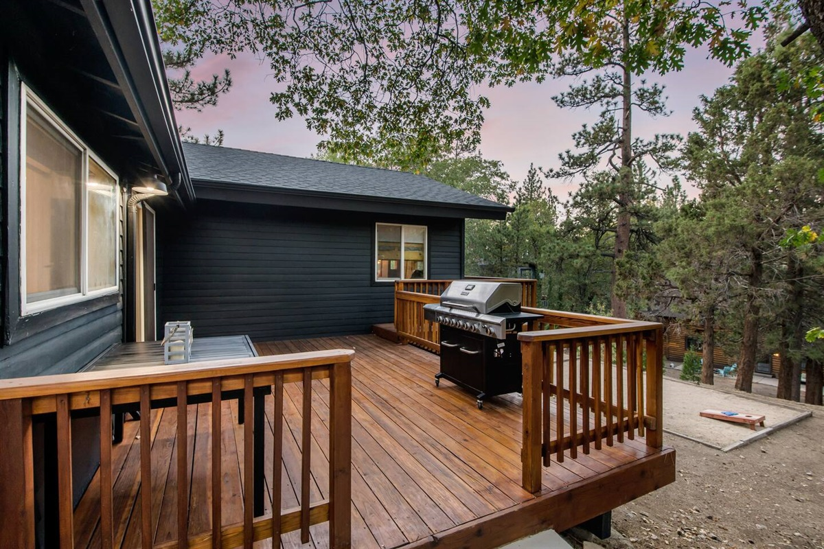 Fox Haus offers many outdoor amenities including a propane gas BBQ grill, hot tub, and seating areas.